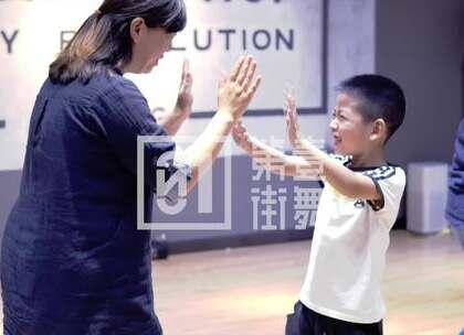 第壹街舞-孩子最开心的学习课堂!不只学习酷炫的街舞,更要在学习的过程中获得开心与自信!让孩子一生受益!!成都12校区,就在你家门口,等你来哦!#舞蹈##街舞##成都第壹街舞#