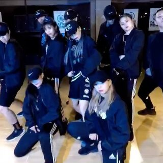 #张艺兴sheep舞##和张艺兴有戏#张艺兴Sheep【原创编排】-Choreography by Sassy |Dancers:Lynn、Sara、Yomiko、Ares、Hugh、Jyee、Icy、Expensive、Lee|#舞蹈#@CasterFamily @SCREW部落 @SCREW官方 @Lynn🐳🐳 @CasterSara @养喵的黄呦呦