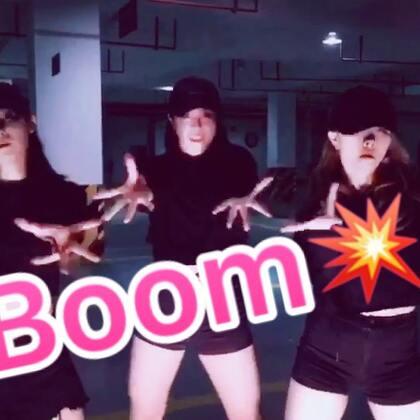 今天拍了电音舞Boom💥发个小预告,发疯版的🙃🙃🙃#boom##舞蹈##抖音短视频#