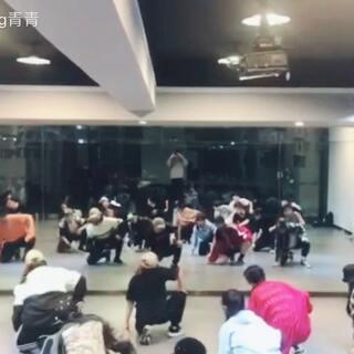 EXO-Power国庆集训.一共四个小时的成果.虽然时间短.但大家都还是很卖力的😘#exo##power##韩舞#@TOPKING舞蹈 @跳舞的板鸭♡ @美拍小助手