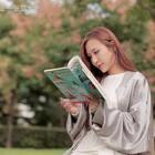 姑娘看书动作太撩人,小伙没忍住!演员:张蓝兮,威哥。#搞笑视频##我要上热门##U乐国际娱乐#