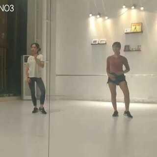 #自拍##舞蹈##女生之间的友谊#😃😃😃