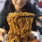 火鸡面#吃秀##热门##阿婷食光记#这个时间我是真受不了看这种视频,饿蒙圈了。我们的晚餐