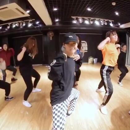 可人儿老师新的课堂视频哦! 😚 萌萌的可人老师跳这么Swag的风格,帅炸 😝@Sugar罗可人 #舞蹈##嘉禾舞社#