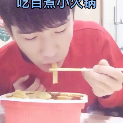 #日常##自煮小火锅##美食#哈哈哈,是什么勇气让我在洗手间里吃火锅的,就因为光线好吗?别说味道还真的不错👍