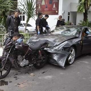 泰国富三代,爷爷是红牛创始人,撞死警察却逍遥法外,他能脱罪吗?(上)#泰国##警察##我要上热门# @美拍小助手