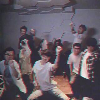福利时间!!请大家来参与我发起的有戏活动~跟着我一起学这个#naenae舞#的玩法,拍出你最潮酷的有戏视频!(明天发教程哦~)带话题#naenae舞#并@陈靖川 ,我会随机出美图M8一台和5套有戏周边!快来参与吧~❤❤❤