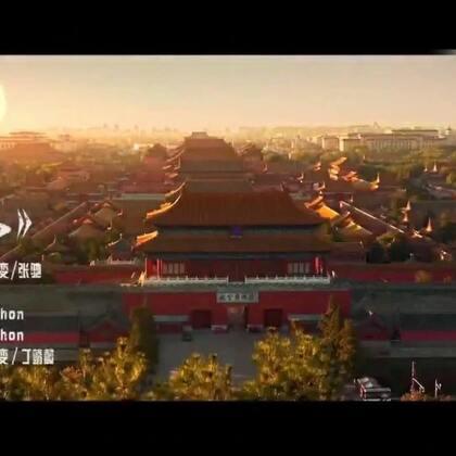 你最牛的背景,是今天的中国……没有哪代人是轻松的,我们咬紧牙负重前行,是因为我们是被历史选中的一代。这个时代相信奋斗、相信创造,相信有志者事竟成。如果说,每个人的成长都逃不开他的背景,那么当下的中国,就是你最牛的背景