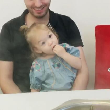 小小日常一个😁#伊诺1岁9个月##伊诺和粑粑麻麻在一起#