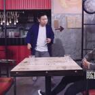 老板,请尊重我的朋友 #陈翔六点半# 大家快告诉我现在能不能打烊了,为什么这个客人一直不理我?