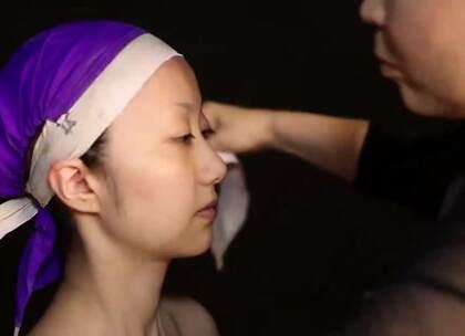 日本阴森诡异的艺伎妆容,用白漆刷脸,就像是在刷一层树皮!