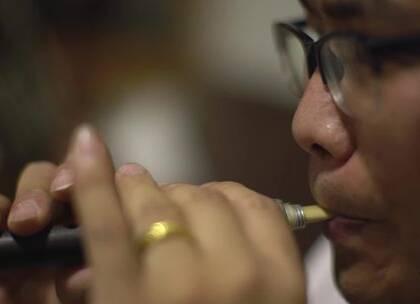 农村小伙用芦苇做乐器,免费教村里小孩学习,吹一曲听哭了#二更视频##身边人##牛人#