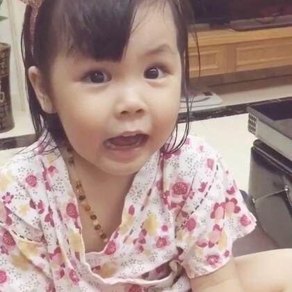 考考小花喵是中国的还是日本的?🤣刚开始说是日本的,一听说妈妈是中国的,就使劲强调自己是中国的…哈哈哈,你就是中国制造!#宝宝##vivi3y+1m##搞笑宝宝#