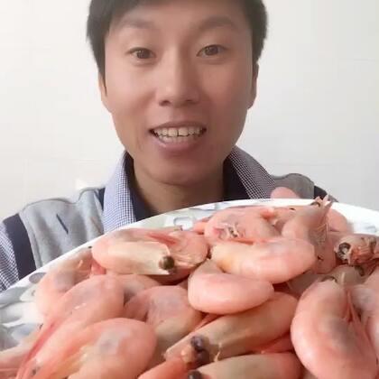伙伴们,哥的普通话是不是有所提高了呢?源哥最爱的太多了,唯独这个北极虾是百吃不厌,关键就是方便,化了就可以吃了,也不用加工。解馋哈,在北极虾最好的季节多吃点,过段时间就没有籽了,没有现在过瘾了,有想吃的戳这里👉https://item.taobao.com/item.htm?id=543209744304&scm=20140619.rec.37948246.543209744304 #吃秀##日志#