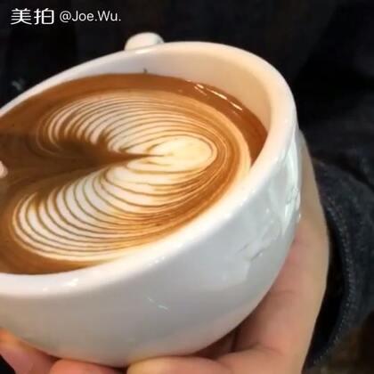 #敲打人生-达人秀##手工#咖啡拉花,这是一款出品豆,口感丰富。关注我,微信:Ykhehuamei