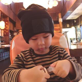 中午去三里屯买衣服、鞋、吃饭。这个帽子不错哟。爸爸说这家拉面很好吃。#逛街##宝宝吃饭#