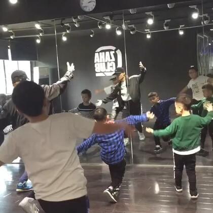 今天有大师课Workshop,少儿班是今天最后一节课哟,其它课程停课!大家相互转告,望理解🙏🙏#少儿街舞##西安街舞#