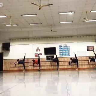 跳舞的女孩最美!同意的点赞!🌹👍👍👍#我要上热门##舞蹈##舞蹈基本功#