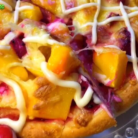 【云朵瑶🍀美拍】#美食##吃秀#水果披萨,抱着试试...