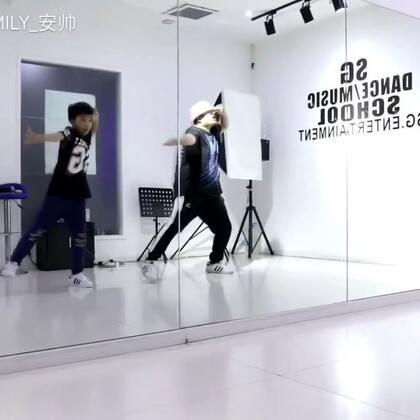 #ikon#BLINGBLING舞蹈好帅气呀[色] #SG舞蹈# 1对1 课堂 扎西童鞋这一年进步了 帅气了好多#我要上热门# @美拍小助手 自己进步没进步看看 视频就知道答案了 你也是这么想的吗?