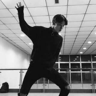 第一次在美拍发我的原创编舞#Varey编舞#刚编好直接拍甚至最后动作还没拍完整😂还是希望多多支持,后面会和大家见面完整版~#舞蹈##原创编舞#