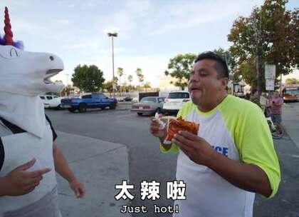 中国懒人火锅吃哭老外。窝们吃火锅,你吃火锅底料。向火锅势力低头😂#搞笑##逗比##热门#
