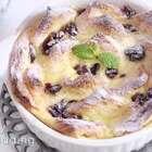 美好的#周末#即将到来,而美好的周末一定要有一道美好的甜点作陪!今天给大家推荐【红莓面包布丁】吸收了蛋汁的面包,经过暖暖的烘烤,甜度适中,入口即化。简直不能更棒!😚😚#美食##吃货#