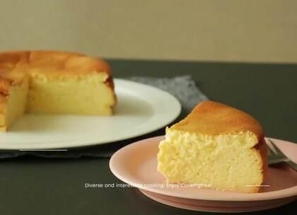 蛋奶酥芝士蛋糕,口感比轻芝士更浓郁,比重芝士更清爽,是我最喜欢的一款芝士蛋糕😍。刚烘烤出来的舒芙蕾如云朵般轻盈、柔软,入口即化,这种感觉非常美妙哦!#美食##甜品##我要上热门#