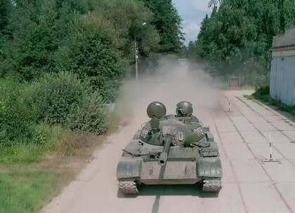 尽显男儿本色!AK、坦克体验,美酒和美女战斗民族全都有😍点击链接,即可体验俄罗斯二战军事主题游哦,还不赶紧来看看👉 http://yzjf.s2b.cncn.net/item_6395 #hi走啦##旅游##我要上热门#