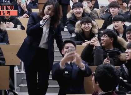 #超好听的韩流音乐#Ailee —《像初雪一样靠近你》超级现场版,全世界都在偶遇明星😂😂人家坐在教室里上课也能偶遇,我每天跑外面也看不到😂#音乐#