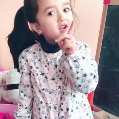 Eva小老师来了,献丑了,竟然教大家写中文!(最近有空在家里教eva写中文,生活在法语环境里,中文更难学,希望你能有兴趣,并好好学下去)💪#宝宝#