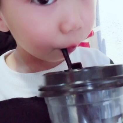 放学了 我要喝奶茶 #大眼睛长睫毛##宝宝#
