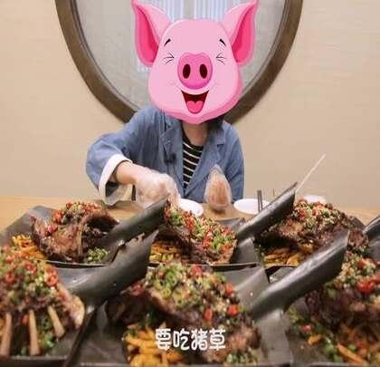 """骨连骨,肉连肉,排骨就得吃出这种""""彩虹""""feel~😉#大胃王朵一##美食一朵朵#"""