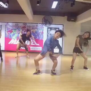 根本选不出好看的封面#舞蹈课##blackpink##pink lady##敏雅可乐#@练舞房 @敏雅可乐 @厦门E-FIVE舞蹈工作室 @跳舞一点都不难