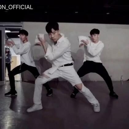 #舞蹈##1milliondancestudio# Jinwoo Yoon编舞You&Me 更多精彩视频请关注微信公众号:1MILLIONofficial