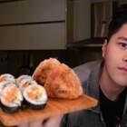 #烤鸡厨房#教你们在家制作好吃的紫菜包饭还有饭团😝老规矩~转评赞抽三位,每人200红包,或者...北京的可以我请你吃饭☺结果公布在下期视频 #美食#