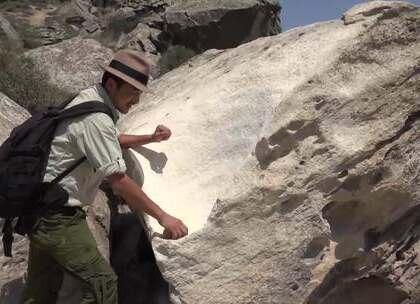 【戈布斯坦的远古岩画】封闭的山崖上,刻画怪状嶙峋的神奇岩画,深刻揭秘了古阿塞拜疆人的生活观、世界观、以及风俗。跟随雷探长的镜头领略一番吧。#我要上热门##旅游##探险#