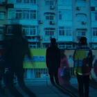 #大城市的床VS小城市的房# 面对理想和信念,你会选择拼搏还是安逸?#和交往十年的男朋友分手#面对生活和爱情,你会选择将就还是放手?#把自己开除#面对自由和梦想,你会选择放手一搏还是随波逐流?#净身出户#面对啃老和奋斗,你的选择又是什么?其实,人生不止一种可能,每一个选择都值得被肯定!