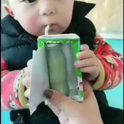 骗孩子喝药合辑!这些家长都学坏了 哈哈哈😂