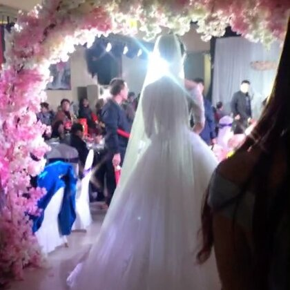 #我的美拍blingbling#今天同事结婚🎎,#婚礼#很美,跟着去沾沾喜气,争取把自己也赶紧嫁啦☺今天就不#减肥#了~
