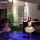 歡迎...小小芭蕾舞蹈表演! #小泡芙##小姍姍# 的即興演出! 😄