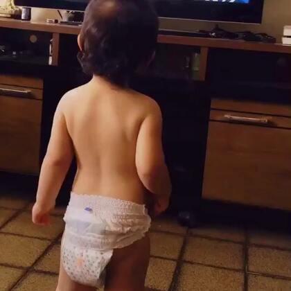 一岁半的桑巴舞王