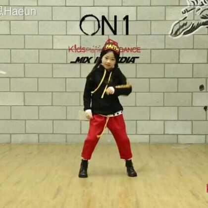 罗夏恩(Na Haeun) - Block B - Shall We Dance 大家好~很久没有更新舞蹈视频了^^一周前,夏恩和Block B组合的欧巴们一起录制了新歌曲Shall We Dance的MV~大家在MV中,看到夏恩了吗?今天跳的是Block B欧巴们的Shall We Dance舞蹈~第一节很多都是自由独舞~所以舞蹈开始于真正的编舞部分~希望大家喜欢~