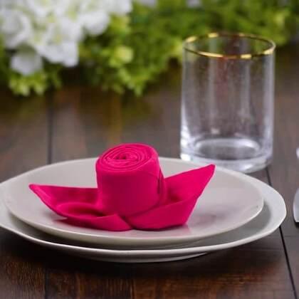 【10种创意餐巾折法】不管是招待客人还是日常家居,折一个漂亮的餐巾,让你的餐桌美美的,既环保又美观。马了学起来~😊