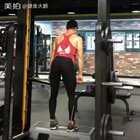 空杠硬拉,硬拉前重量要每组慢慢加重,第一组从空杠开始。我的卫❤:jianshendapeng 健身方面有哪些不懂的可以随时问我#健身##运动#