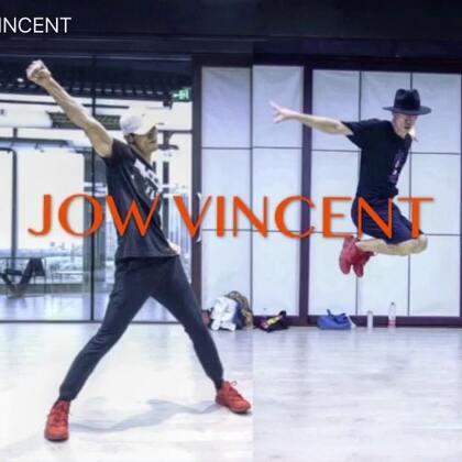 #JowVincnet#在@SINOSTAGE舞邦 授课的两段#舞蹈#, 课堂版本通常都是非常好的记录,能和喜欢跳舞的人一起分享也是一种很快乐的事情,加油,Peace!