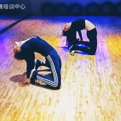 这是一个毁腿,毁腰的#舞蹈#啊!#我要上热门@美拍小助手#