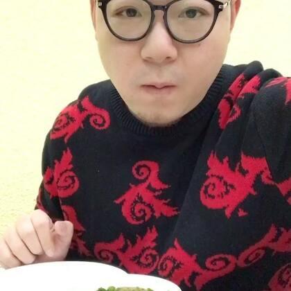 #吃秀#抱歉了各位,又是火锅!我觉着超人应该来个一周全火锅的挑战,一天三顿,一周21顿,顿顿火锅!你们觉着呢?