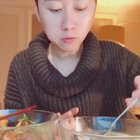 《麻辣海螺vs鱼头豆腐汤》今天去买菜做菜感悟很深:做饭一次叫爱好,做两次叫喜欢,做几年甚至几十年,叫:《爱》。感谢几十年为我们做好吃的母亲!#吃秀##感恩#《喜欢我的视频为我点个赞。❤》