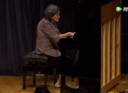 #音乐#中国第一代钢琴家87岁的巫漪丽老师演奏《梁祝》,她颤巍巍地走上台,却弹奏出行云流水般的音乐,这一刻,感觉世界都安静下来了!果然高贵与优雅是在骨子里的!